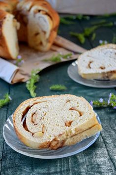 Cinnamon Roll bundt Cake http://thatcakesweet.blogspot.pt/2014/11/bundt-rolinhos-de-canela-e-maca.html