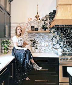 Amazing Kitchen Tile Backsplash Ideas - Kitchen Best Home Design Küchen Design, Layout Design, House Design, Graphic Design, Beautiful Kitchens, Cool Kitchens, Ceramic Tile Backsplash, Kitchen Backsplash Mosaic, Modern Kitchens