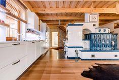 Kuchyně v kouzelné dřevěnici / Kitchen in a charming wooden house Kitchen In, Kitchen Ideas, Japanese Interior Design, Chalet Style, Wooden House, Bed, Furniture, Home Decor, Valentino
