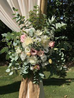 Rustic Chic wedding decorations flowers Marbella Costa del sol Wedding Bouquets, Wedding Flowers, Flowers Delivered, Rustic Chic, Amazing Flowers, Chic Wedding, Centerpieces, Floral Wreath, Wedding Decorations