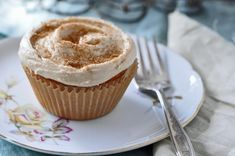 Buttermilk Streusel Swirl Cupcakes With Brown Sugar Cinnamon Frosting