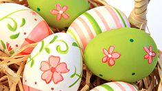 Easter Egg Decorating - Hand paint your Easter Eggs!Easter Egg Decorating - Hand paint your Easter Eggs! Hoppy Easter, Easter Eggs, Easter Candy, Easter Crafts, Holiday Crafts, Easter Decor, Easter Ideas, Diy Ostern, Easter Parade