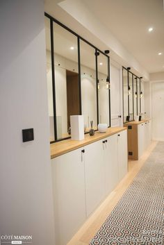 decorate a corridor 8 ideas to stitch decorer-un-couloir- 22 Home Interior, Interior Architecture, Interior Decorating, Flur Design, Hallway Designs, House Entrance, Small Apartments, Home And Living, Exterior Design
