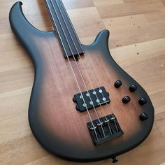 Baixonaturalさん(@baixonatural)のInstagramアカウント: 「VB4 F by Wreck Guitars.  #Baixonatural Cadê a galera do Fretless aí? Presente?」