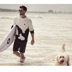 J'aime tellement son pull 🖤 Gq Mens Style, Gq Style, Gq Magazine Covers, Chris Hemsworth Thor, Man Thing Marvel, Celebrity Dads, Hollywood Actor, Guy Pictures, Animal Quotes