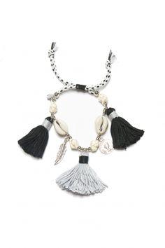 https://prettywire.fr/bracelets/2991968-bracelet-perles-pompons-noirs-gris.html ☆ https://es.pinterest.com/iolandapujol/pins/ ☆ @ iola_pujol /