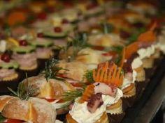 La parola d'ordine è... mangiare con le mani! Se sei una sposa che ama la semplicità scopri il finger food per il tuo menù!