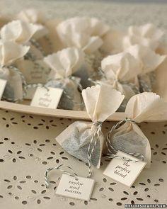 Wedding shower ideas; las bolsitas de te con el papelito personalizado! BELLO!!!!