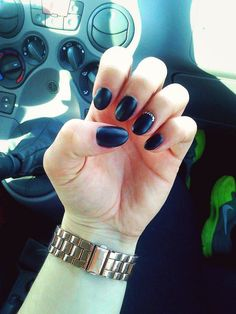#black #nails #matte #gold #glitter #nike #micheal #kors #fiat #panda #car #classy #classic  #elegant #arctic #monkeys #rock