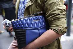 Pochette Miu Miu http://www.vogue.fr/defiles/street-looks/diaporama/street-looks-a-la-fashion-week-printemps-ete-2014-de-milan-jour-3/15332/image/842805#!pochette-miu-miu