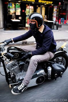 Custom Culture Bobber & Chopper Motorcycles Style, Tattoo and Fashion / Clothing Inspirations Moto Chopper, Chopper Motorcycle, Bobber Chopper, Motos Harley Davidson, Classic Harley Davidson, Retro Motorcycle, Motorcycle Style, Motorcycle Outfit, Motorcycle Clothes