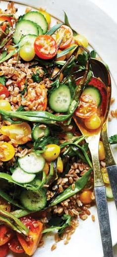 Farro and Tomato Salad with Fish-Sauce Vinaigrette Healthy Grains, Healthy Eating, Paleo, Keto, Best Dinner Recipes, Tomato Salad, Fish Sauce, Soup And Salad, Seafood Recipes