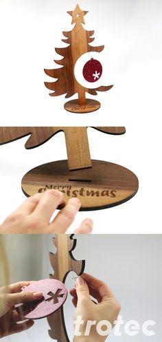 Erstellen Sie diese niedliche Weihnachtsdekoration aus Holz inkl. funkelndem Acryl-Ornament mit Ihrem Trotec Laserschneider. Sehen Sie hier unsere Anleitung zum Nachmachen mit dem Laser Cutter. #lasercutter #diy #holz #weihnachten #deko #laserschneiden Wooden Christmas Decorations, Christmas Wood Crafts, Wooden Decor, Wooden Diy, Trotec Laser, Diy Holz, Step By Step Instructions, Merry, Led