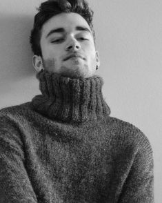 I love men wearing turtlenecks, so here's my site devoted to the both of them! Mens Fashion Sweaters, Knitwear Fashion, Sweater Fashion, Men's Fashion, Mens Cable Knit Sweater, Roll Neck Sweater, Men Sweater, Vintage Shirts, Vintage Men