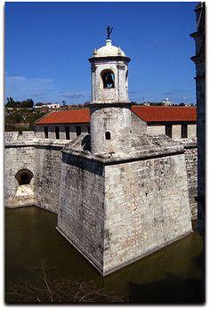 Castillo de La Real Fuerza, detalle del campanario donde se ubica la Giraldilla. Cuba, Tower Bridge, Havana, Fortaleza, Strength, Castles, Museums, Islands