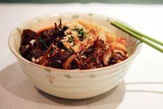 Le restaurant Pho Tai (XIIIe) arrive premier de notre palmarès: une assiette vivante, des nems frais, une sauce maison, des herbes qui gigotent.