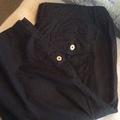 """Nine West Black Capris 55% linen and 45% cotton.  Really good condition but in the last picture I tried to show the stitching came out a little there. Has pockets and buttons and a pull string too.  Inseam approximately 20"""" inches Nine West Pants Capris"""