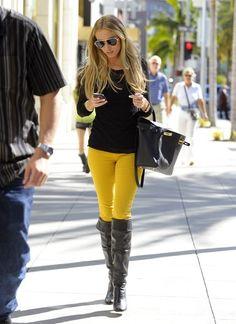 Look perfeito, com calça amarela... www.storesoho.com.br