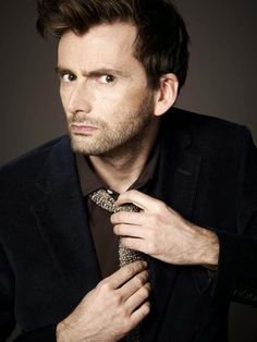 David Tennant To Appear On The Late Late Show With Craig Ferguson *** I need to find a way to watch this. I'm thinking local pub, but I have to find one that is open and will let me watch. David Tennant Doctor Who, Jessica Jones, Jessica Alba, Tom Hiddleston, John Mcdonald, Saga Harry Potter, Craig Ferguson, The Late Late Show, 10th Doctor