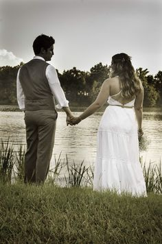 Wedding photography ideas. Casual bride and groom. Lake wedding.