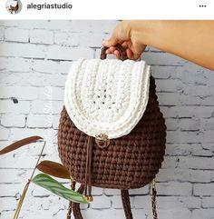"738 Likes, 29 Comments - Elisa (@fiosdemalha) on Instagram: ""Bom dia! Bolsa linda feita pela @alegriastudio ❤️ . Bora crochetar no domingo?"""