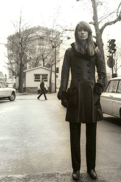 For Francoise Hardy Françoise Hardy, French Girl Style, French Girls, Style Beatnik, Vintage Outfits, Vintage Fashion, Mod Outfits, Rock And Roll Girl, Sixties Fashion