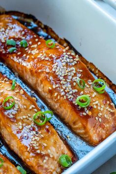 A perfectly flaky and tender salmon recipe that's made with an easy and healthy homemade teriyaki sauce and baked to perfection. Delicious Salmon Recipes, Baked Salmon Recipes, Easy Fish Recipes, Seafood Recipes, Cooking Recipes, Healthy Recipes, Teriyaki Glazed Salmon, Teriyaki Sauce, Soy Sauce