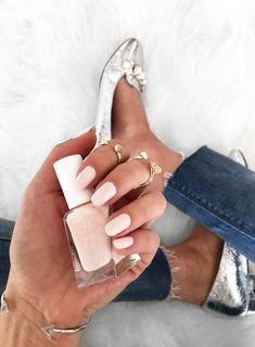Sydne Style reviews Essie Gel couture lace me up nail polish for summer nail trends