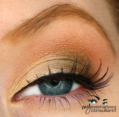 Ricepaper (inner third of lid) Sumptuous Olive (outer half of lid) Amber Lights (crease) Blanc Type (blend)