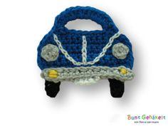 Eine Häkelapplikation in Form eines kleinen Autos.  Ideal zum applizieren auf T-Shirts, Taschen, Kissen usw. usw.