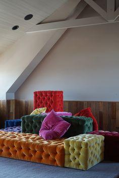 Gaetano Pesce's modular La Michetta sofa system Loft Furniture, Entryway Furniture, Cheap Furniture, Furniture Plans, Rustic Furniture, Furniture Design, Furniture Outlet, Furniture Dolly, Modular Furniture