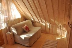 53 Trendy Ideas for bedroom loft style wood ceilings Little Log Cabin, Small Log Cabin, Log Cabin Kits, Log Cabins, Upstairs Bedroom, Bedroom Loft, Bedroom Green, Bedroom Colors, Lodge Style