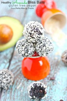Chocolate Avocado Truffle Bliss Balls- Rich decadent chocolate combined with avocado, coated in coconut Paleo Dessert, Gluten Free Desserts, Gluten Free Recipes, Delicious Desserts, Dessert Recipes, Baking Recipes, Vegan Recipes, Decadent Chocolate, Healthy Chocolate