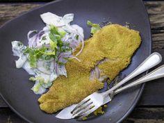 Forellenfilets in Polentakruste - mit Gurken-Apfel-Salat - smarter - Kalorien: 337 Kcal - Zeit: 20 Min. | eatsmarter.de #eatsmarter #rezept #rezepte #diaet #abnehmen #kalorien #kalorienarm #fettarm #buttermilch #milch #forelle #fielt #polenta #fisch #gurke #apfel #salat #lowcarb