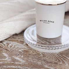 Less is more 🌱 Our white and gold Luxury candle adding a little shine to a minimal setting. Luxury Life, Luxury Homes, Hermes Perfume, Wish Come True, Luxury Candles, Breakfast In Bed, Happy Saturday, Soy Candles, Interior Styling