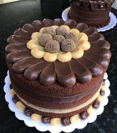 Bolo chocolate Gourmet Cakes, Food Cakes, Bakery Recipes, Dessert Recipes, Bolo Nacked, Bolos Naked Cake, Cake Icing, Cake Decorating Techniques, Novelty Cakes