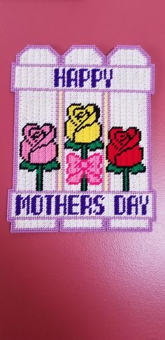 Happy Mother's Day Fence Wall Hanging - Garden Design 2020 Plastic Canvas Box Patterns, Plastic Canvas Coasters, Plastic Canvas Stitches, Plastic Canvas Crafts, Mothers Day Crafts, Happy Mothers Day, Canvas Door Hanger, Door Hangers, Christmas Crafts For Gifts