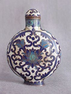 Ching dynasty 18th. century chinese cloisonne snuff bottle