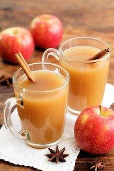 Is there anything better than walking into a warm house filled with the smell of delicious holiday spices? This recipe is so easy to make in your slow cooker. Just throw in all the ingredients and let it go! Easy to make and great for a party! This Crock-Pot apple cider recipe is paleo and can be made low carb and keto!