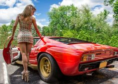 Lamborghini Miura SV: so good looking that she's ruining the shot. Lamborghini Miura, Sexy Cars, Hot Cars, Maserati, Ferrari, Sexy Autos, Up Auto, Ford, Car Girls