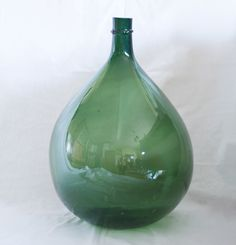 Grande Dame Jeanne de couleur verte Grand Vase Deco, Grands Vases, Jeanne, Decoration, Dame, Vintage Bottles, Fleas, Green, Color