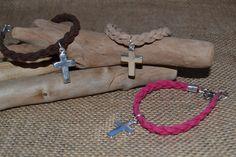 Pulsera de ante trenzado cruz | NIPATI NIPAMI  http://www.nipati.es/ante-trenzado-cruz/ Pulsera de ante trenzado disponible en 3 colores , al que hemos engarzado el abalorio más de moda!! ¡¡ Las cruces!!