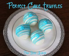 Pint Sized Baker: Perfect Cake Truffles No more sticky fingers or utensils in the candy melts. Cake Pop Designs, Cake Pop Stands, Candy Pop, Cooking Cake, Creative Desserts, Cookie Pops, Cake Truffles, Baking And Pastry, Candy Melts