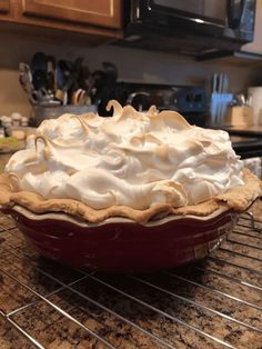 The perfect lemon meringue pie! With a delicious homemade pie crust, tart and smooth lemon filling, and a fluffy toasted meringue topping, it's impossible to resist. Pie Recipes, Dessert Recipes, Easy Recipes, Pie Dessert, Lemon Recipes, Family Recipes, Family Meals, Baking Recipes, Chicken Recipes