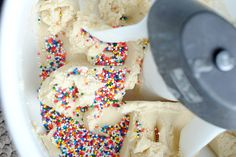 These funfetti whoopie pies are not only easy to make, they taste great too! They are cake mix cookies and only need 5 ingredients. Perfection.