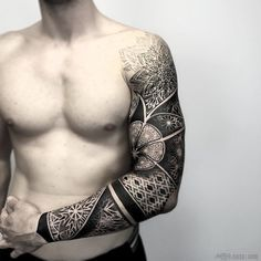 Mens Geometric Pattern Sleeve