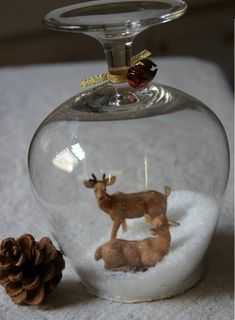 These DIY Wine Glass Snow Globes are a Perfect Centerpiece Idea for Your Christmas Table Snow Globe Crafts, Diy Snow Globe, Christmas Snow Globes, Holiday Crafts, Christmas Bulbs, Christmas Crafts, Deco Table, A Table, Deco Dyi