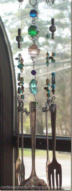 Blue crystals, blue beads  Wind chimes  #Windchimes #Windspiele #Carillón de #Viento