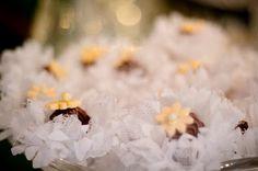 Forminhas para doces finosObra de Arte: Forminha crisântemo em tafetá e filó