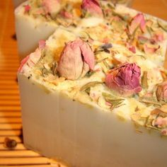 this pretty glycerin soap is ivory white with real rose petals and rosebuds on top, scented with geranium essential oil. Soap Bomb, Cheap Fragrance, Diy Body Wash, Rose Geranium Essential Oil, Real Rose Petals, Essential Oils Soap, Rose Soap, Soap Packaging, Glycerin Soap